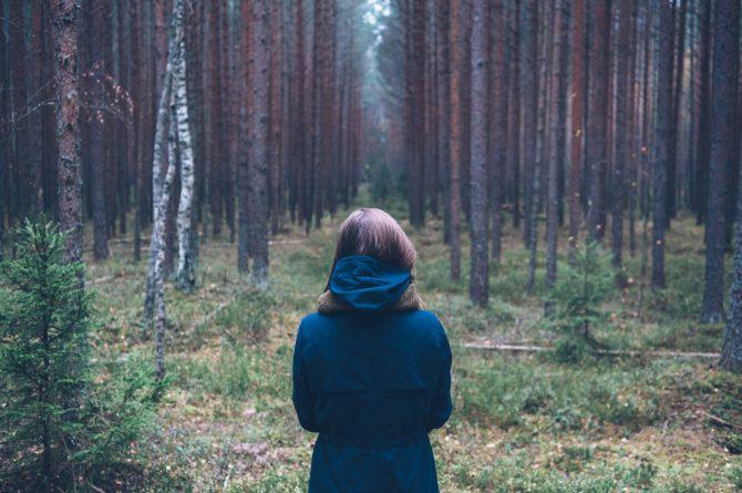 selvværd pige i skov